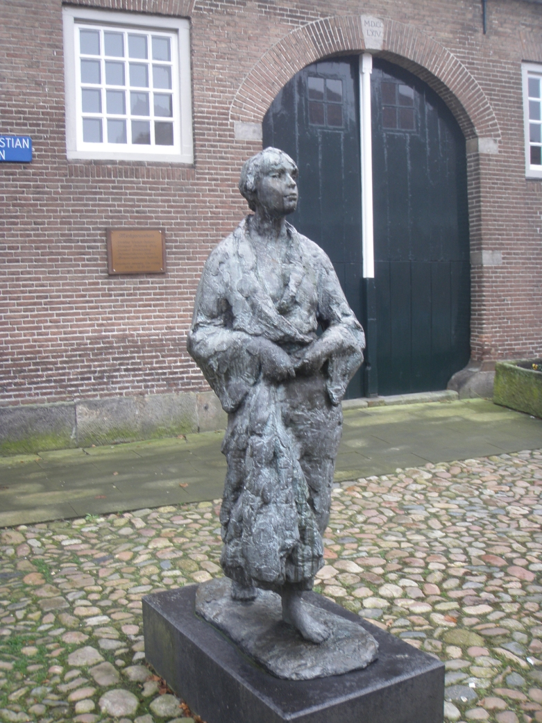 Oldenzaal, Lopende vrouw, 1985
